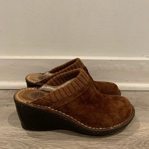 UGG S/N 1934 Gael Chestnut Wedge Mules New Sz 6